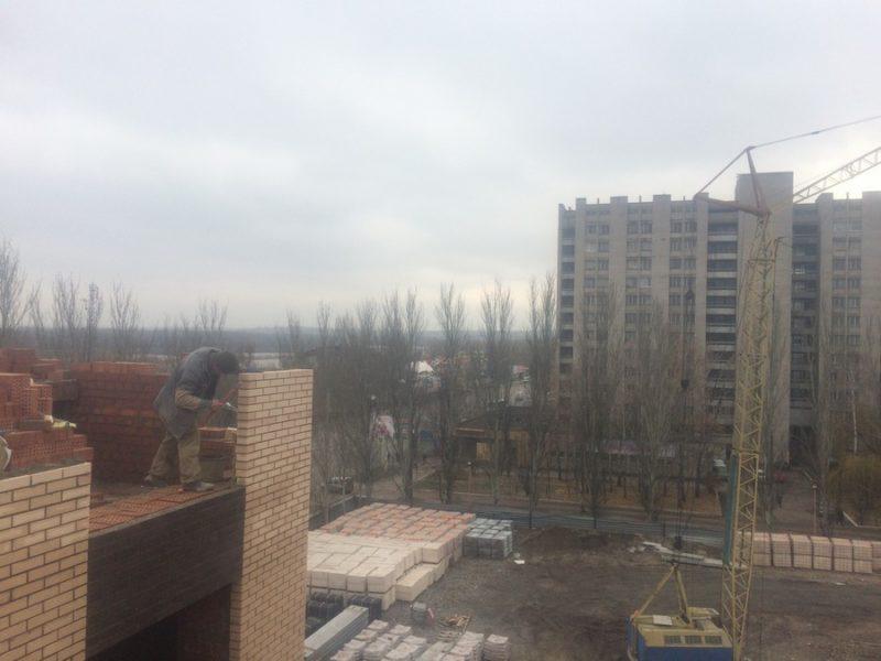 Вид во двор с 6 этажа 1 секции.
