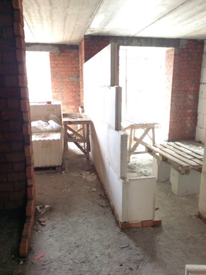 Foto 7 Ustanavlivaem mezhkomnatnye peregorodki v kvartire 407 m2 1 sekciya