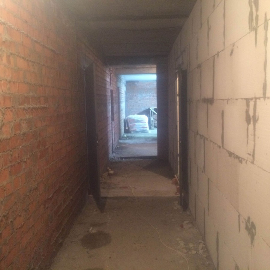 Koridor v storonu vidovykh kvartir