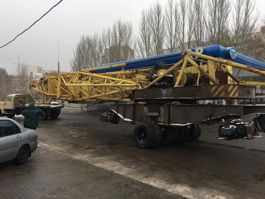 Привезли башенный кран для строительства 2 секции