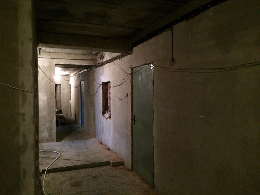 Vnutrennie raboty v koridore