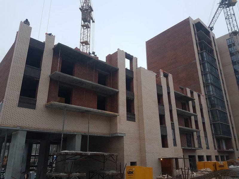 Общий вид 2 секции. Строительство 5го этажа