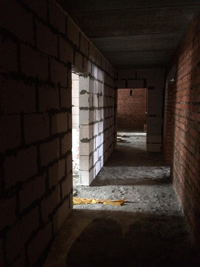 Korridor v processe vozvedeniya
