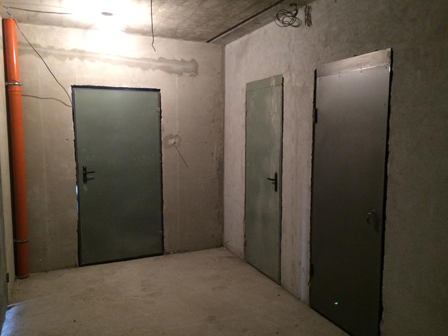 Ustanovleny dveri v kladovki