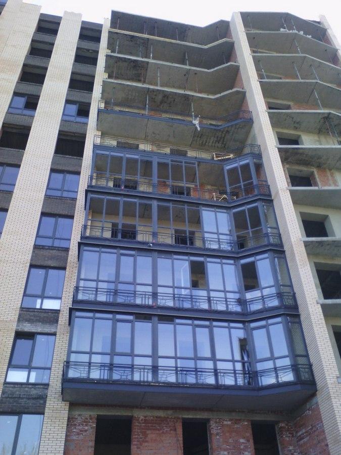 Остекленные 3-5 этажи, ведётся внутренняя черновая отделка видовых квартир 2 секции