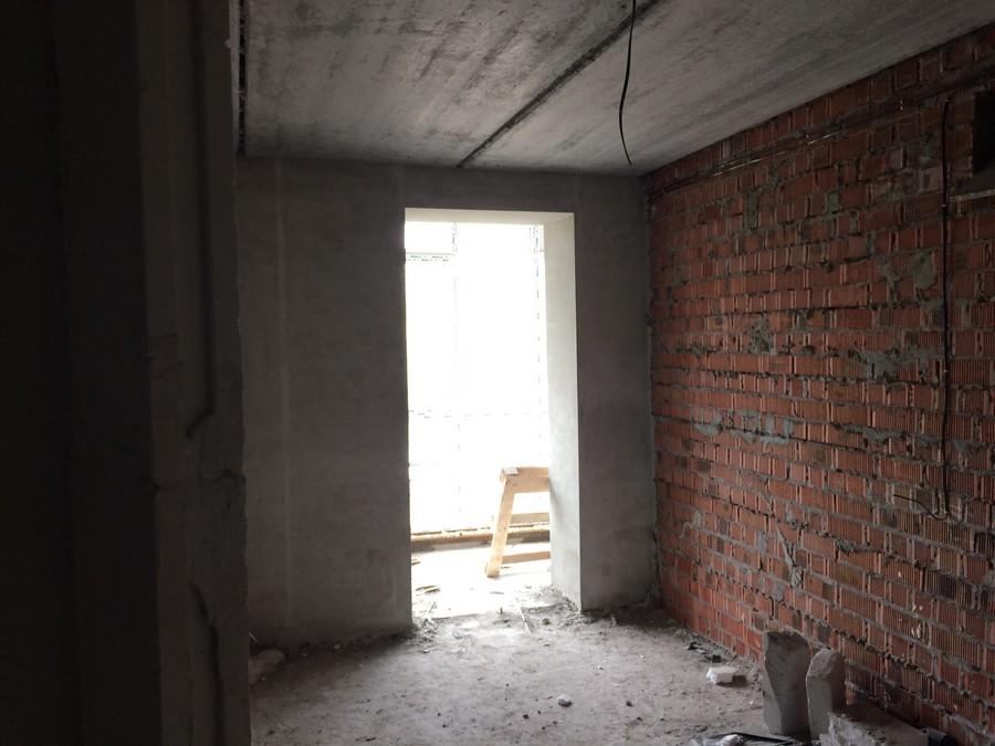 Кухня с выходом на лоджю квартиры 72,6 м2