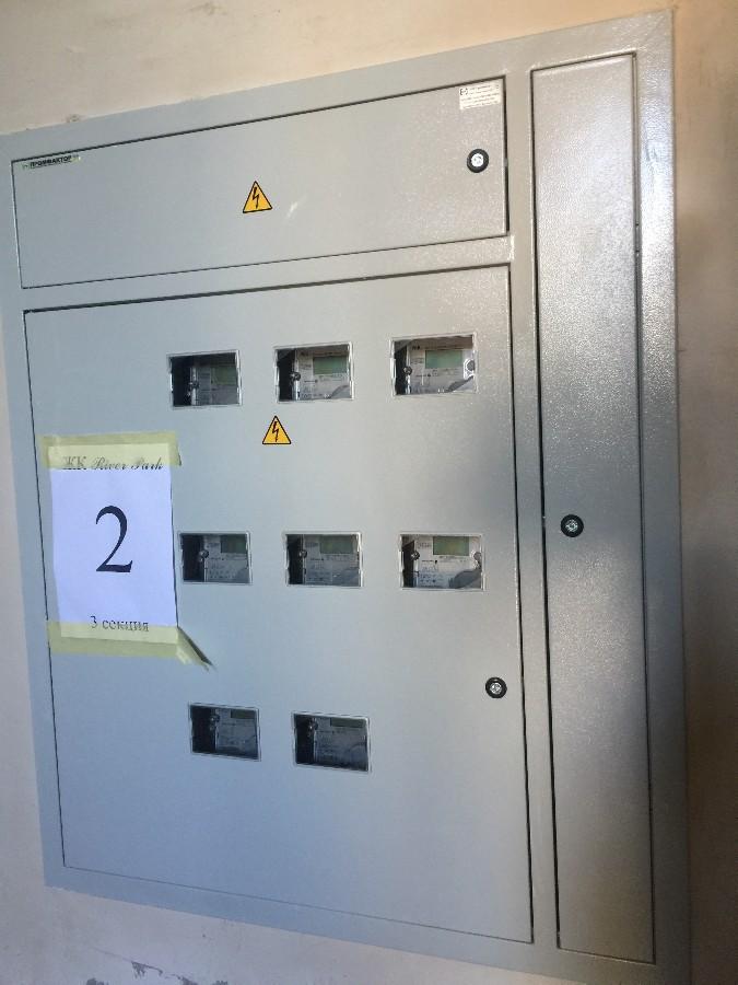 начинаем устанавливать счетчики на электричество в третьей секции.