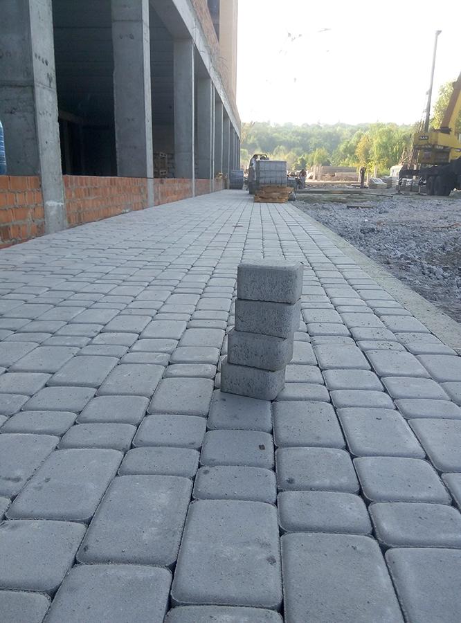 старт укладки тротуарной плитки