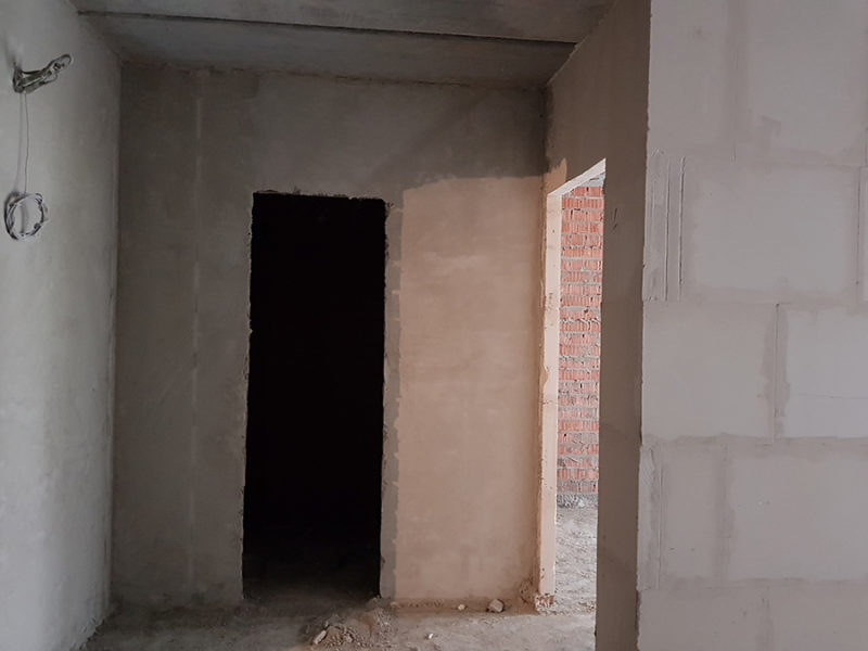 Вход в кухню и санузел в квартире 57,7 м2