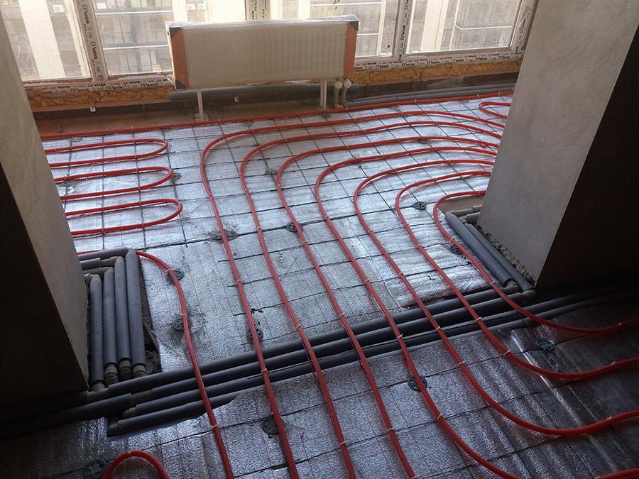 Ustanovka radiatorov nashey remontnoy brigady