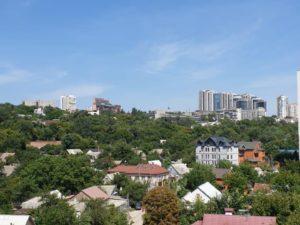 вид из однокомнатной квартиры (1д) 12 секции, 7 этаж на ул. Мандрыковскую