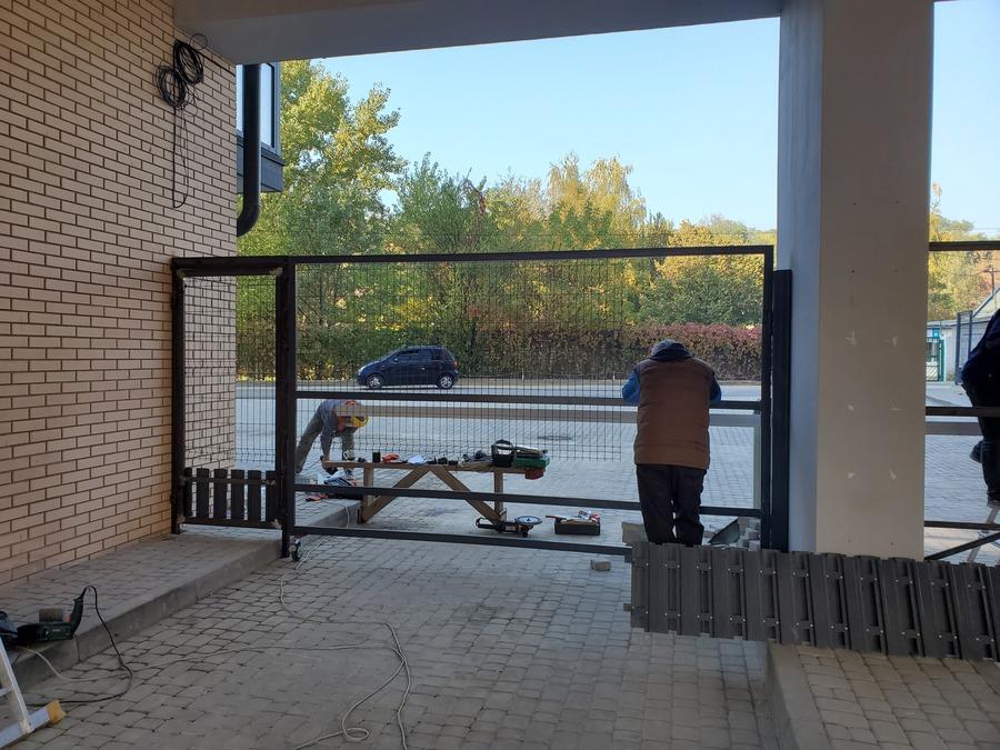 Оборудуем въезд и вход в комплекс со стороны ул. Мандрыковской